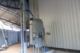 Máquina de jato com acionamento a distancia com silo, peneira rotativa e elevador de granalha